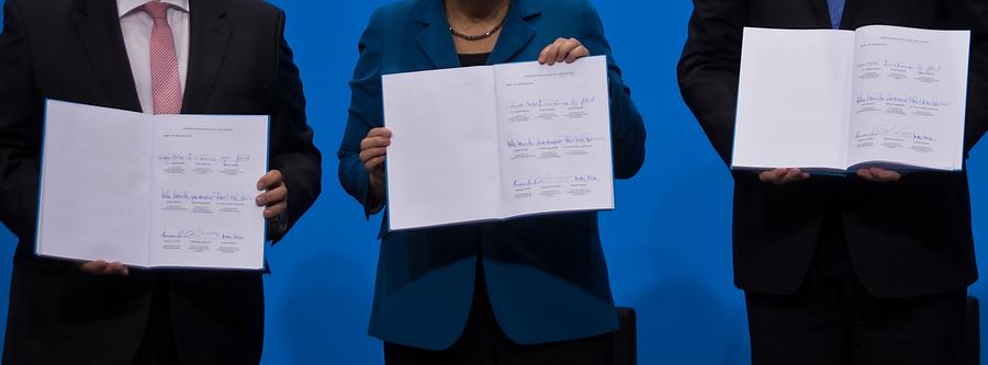 Der unterzeichnete Koalitionsvertrag. (Foto: Tobias Koch)