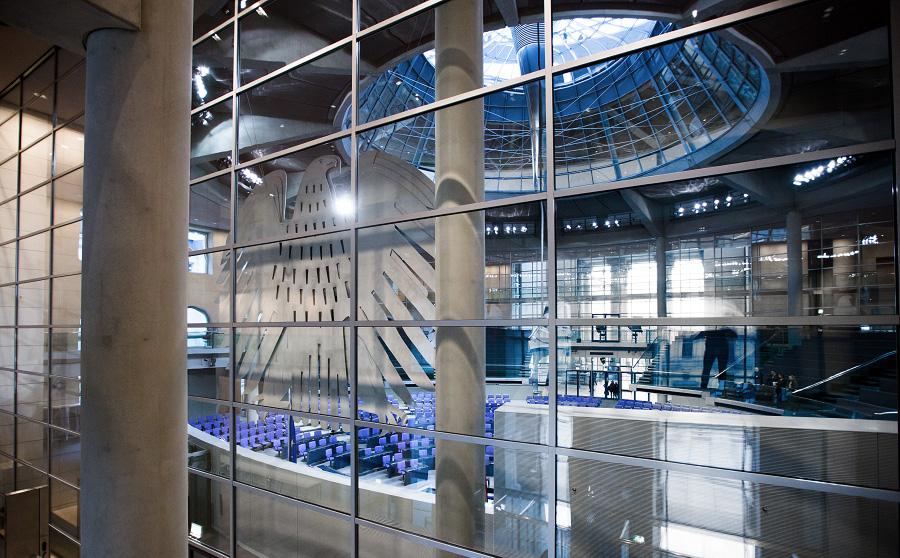 Der Bundesadler im Plenarsaal des Deutschen Bundestages (Foto: Tobias Koch)