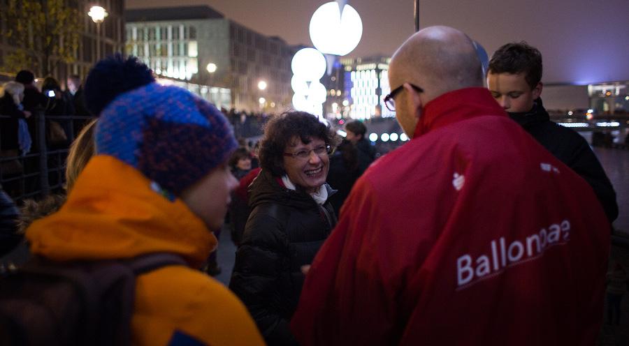 Die vorbeikommenden Menschen waren meist sehr interessiert. Ich habe viele interessante Gespräche führen können. (Foto: Tobias Koch)