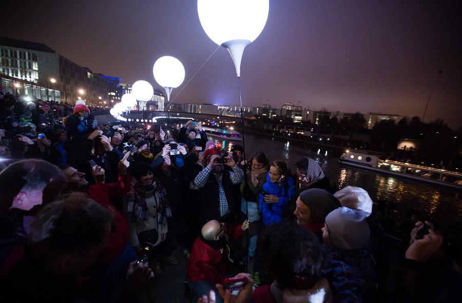 Der Moment kurz vor dem Aufstieg des Ballons: Jeder aufgestiegene Ballon wurde von den Menschen bejubelt. (Foto: Tobias Koch)