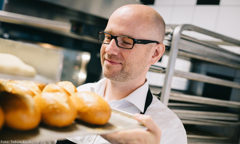 Früh morgens geht es los mit dem Praktikum beim Bäcker. / Foto: Tobias Koch