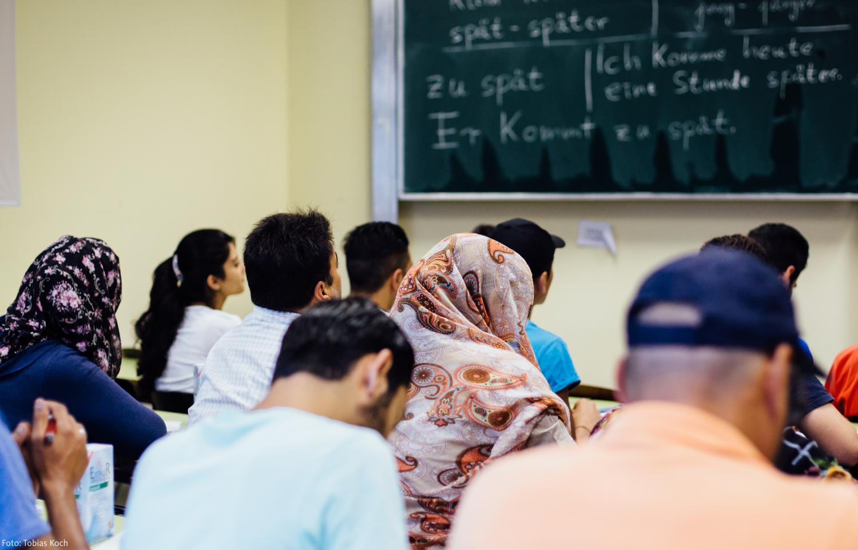Sprachunterricht in der Erstaufnahme Einrichtung für Flüchtlinge in Hanau. (Foto: Tobias Koch)