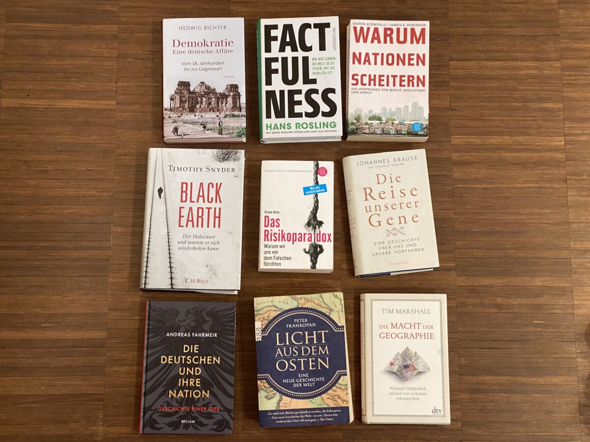 Neun Bücher